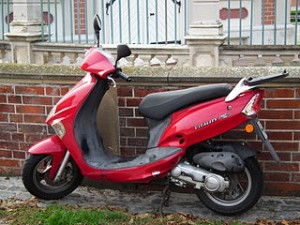 320px-KYMCO_Vitality_Moped_rot