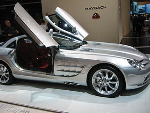 320px-Mercedes-Benz_C199_doors_open