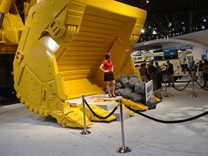 320px-Model_in_Hydraulic_Shovel_at_MinExpo_2008
