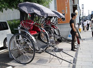 320px-Rickshaws_in_kawagoe_Japan