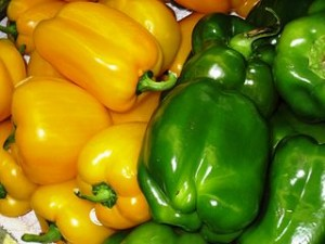 320px-Yellow_and_green_Bell_peppers